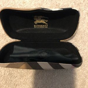 Burberry auth leather 👁 eyewear case n cloth